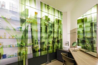 4. Gli spazi della farmacia del futuro sono i locali d'autoanalisi, gli studi per trattamenti e le cabine estetiche.