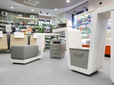 Farmacia burzio arredi per farmacia studio mario for Bottigelli arredi farmacia