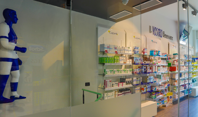 Colore e ironia nella farmacia moderna