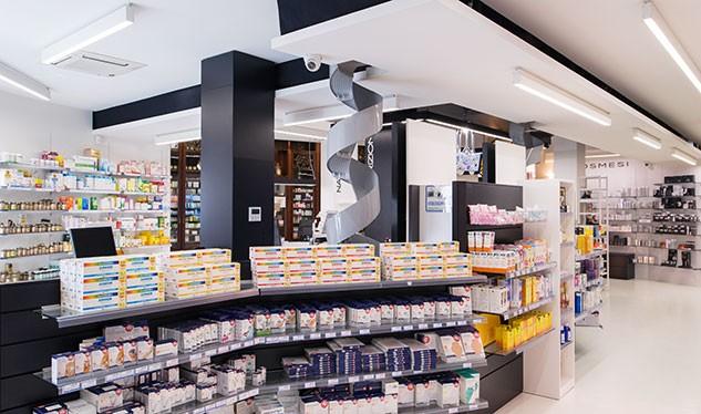 Apertura e ristrutturazione farmacia esempi e buone idee for Bottigelli arredi farmacia